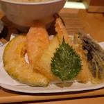 切麦や 甚六 - カラッと揚がった天ぷら