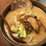 麺場 田所商店 - 北海道味噌野菜らーめん(¥864円)+炙りチャーシュー(¥129円)