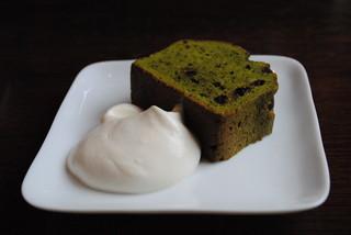 芝町カフェ - 抹茶とチョコチップのケーキ*。