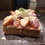 オソラカフェ - いちごトースト(別アングル)♪