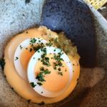 かつアンドかつ - タルタルソース。ゆで卵を潰して混ぜます。