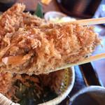 かつアンドかつ - 牡蠣フライ、中身潰れてますが、、硬くなくてふわっとです。