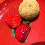日本料理 大坂ばさら - イチゴ&きな粉餅
