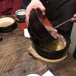 ごま厨 - 料理写真:鉄板レタス炒飯 蟹身あんかけ(かけてるところ)