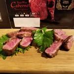 101677403 - 宮崎県和牛の腿とロース食べ比べ
