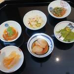 Chuugokusaishinka - 前菜六種盛り(1人分)