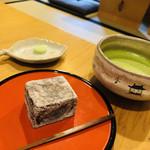 萬御菓子誂處 樫舎 - 奈良漆器の茶器が毎度、楽しみ。。。素朴さと上品さが同居する葛やき。美味ですヽ(´▽`)/