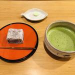 萬御菓子誂處 樫舎 - お干菓子は徳島の和三盆。お抹茶は、丁寧に点てられたものです。