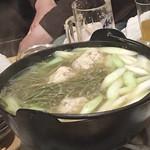 居酒屋ちょっと - ホッケつみれと生じゅん菜の鍋。