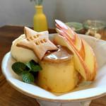 ビストロ カフェ ランプリール - プリンアラモード(650円 +税)