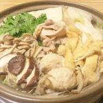 さい賀 - 料理写真:鳥とつくねの塩鍋(3人前)