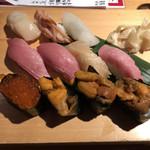 SUSHIと海鮮居酒屋 まるなみ - お好みで「中とろ」300円、「とろ」370円、「うに」370円、「ミル貝」300円、「生ほたて」170円、「赤貝ひも」170円