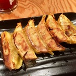 下品なぐらいダシのうまいラーメン屋 - カレー餃子  298円外