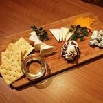 チーズタッカルビ×ラクレットチーズ サルーテ - チーズ5点盛り