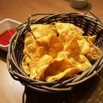 チーズタッカルビ×ラクレットチーズ サルーテ - お通しはナチョス
