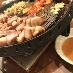 美味辛厨房 まるから - サムギョプサルの脂すげ~