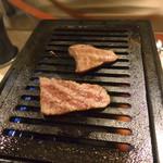 立喰い焼肉 おやびん - 小三角&インサイドを軽く焼いて頂きます