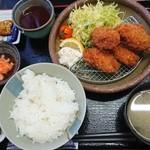 市場食堂 せん政水産 - 料理写真:カキフライ定食 ¥950-
