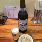 亀戸餃子  - 大瓶ビール¥600、無料サービスのお通し。
