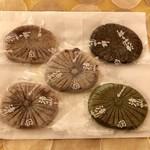 和田乃屋 - 白×3 抹茶×1 胡麻×1