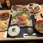 101715961 - 刺身盛り合わせ定食(生ふのりみそ汁、しらす飯にチェンジ)、鮮魚の漁師干し(鯖)、漁師のゴロゴロあら煮、白菜の浅漬け、ところてん