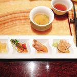 101716746 - 前菜の盛り合わせ                       (花クラゲの酢の物、ピータン、えび、棒棒鶏)                       美膳スープ