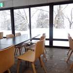 奥利根スノーパーク レストハウス - 地下にも席がございます