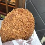 人形町今半 惣菜本店 - 特選すき焼きコロッケ280円。