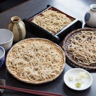 佳蕎三昧産地、品種、打ち方の違う三種の蕎麦を二種の辛汁で。