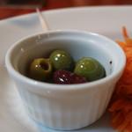 ガーデンハウス レストラン - 3種オリーブ漬け