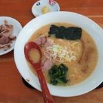 めんくま - 味噌らーめん(麺かため、味濃いめ)700円+チャーシュー増し100円