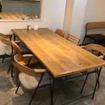 カフェ カフェッタ 梅ヶ丘 - センターテーブル