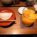 101738343 - 季節のお菓子とジュース