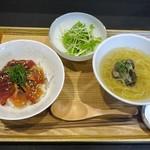 なゝみ - ランチセット:本日の漬け丼 胡麻醤油(鮪、金目鯛)+青森十三湖 しじみラーメン、サラダ