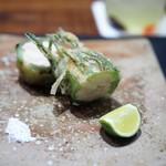 傳 - 海老をチコリで巻いた揚げ物 プリプリ