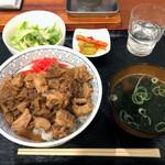 京都ホルモン 梅しん - 名代 牛ホルモン丼