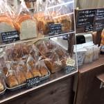 食ぱんの店 春夏秋冬 - ミニ食パンもあるんですね。