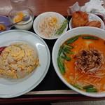 天賜食堂 - 料理写真:ラーメン定食(880円)。台湾豚骨ラーメンを選びました。