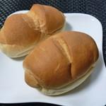 101755335 - サニーパン(1個) 90円、黒ごまフランス(1個) 90円