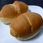 101755338 - サニーパン(1個) 90円、黒ごまフランス(1個) 90円