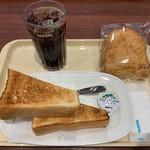 ドトールコーヒーショップ - アイスコーヒーとパン