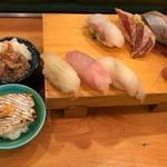 鮨芳 - 地魚の鮨8コ