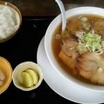久月 - 料理写真:チャーシュー麺&半ライス