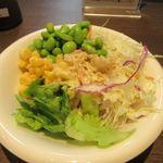 鉄板焼天神ホルモン姪浜店 - 私は葉野菜を中心にコーンと枝豆をトッピングしてみました。