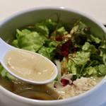 鶏白湯らーめん 自由が丘 蔭山 - 白濁した濃厚鶏白湯スープ