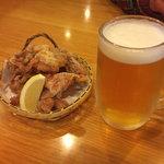鳥一松本 - 料理写真:ビールとカラアゲ