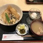 とみ多 - あなごの天丼 小鉢とお汁付(900円)