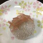 和菓子店 青洋 - 油揚げが入った餡入りの道明寺。むちむち、もっちり!美味しい♡