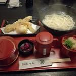 udonizakayaamamenzou - おすすめの サービス定食B  釜揚げうどんと天ぷら三種780円(ご飯をタコ飯に変えて 880円)