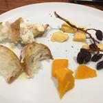 イケグチ ミート パブリック ハウス - チーズの3種盛り。お肉の前にはちょうどいいサイズ感。